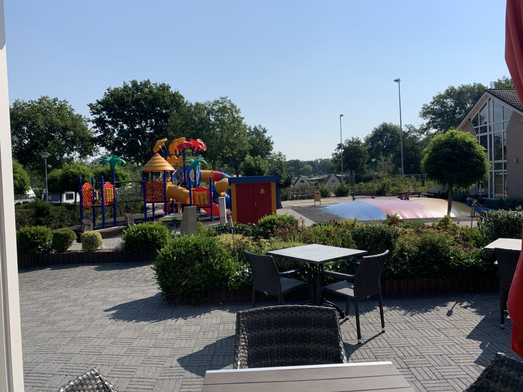 Speeltuin voor het terras van Restaurant De Remise